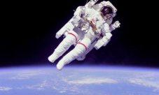 ¿De qué depende la fuerza de gravedad?